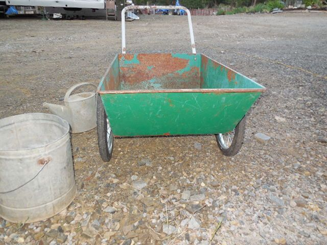Merveilleux ... GREEN METAL GARDEN CART, GALVANIZED WATERING CAN AND BUCKET ...