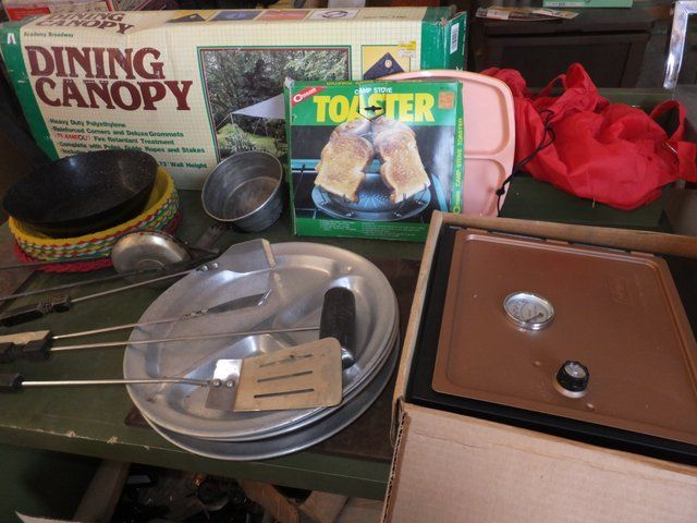 GREAT CAMPING LOT COLEMAN OVEN TOASTER ALUMINUM PLATES DINING CANOPY u0026 MORE ... & Lot Detail - GREAT CAMPING LOT COLEMAN OVEN TOASTER ALUMINUM ...