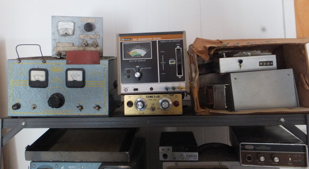 Lot Detail - HAM & CB RADIO GEAR SHELF-1 - TRANSISTOR TESTER AND MORE