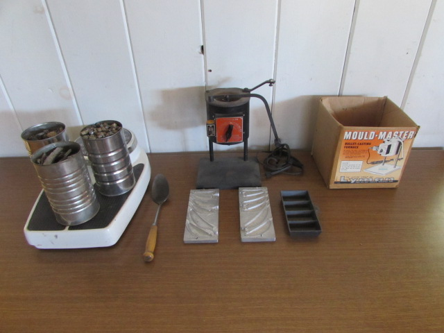 Lot Detail - LYMAN MOLD MASTER BULLET CASTING FURNACE WITH