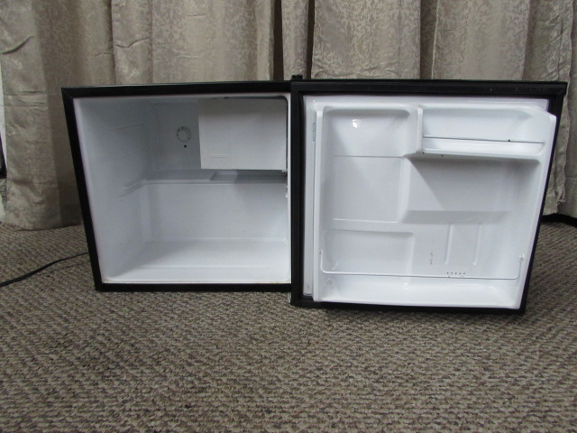 lot detail counter top refrigerator. Black Bedroom Furniture Sets. Home Design Ideas