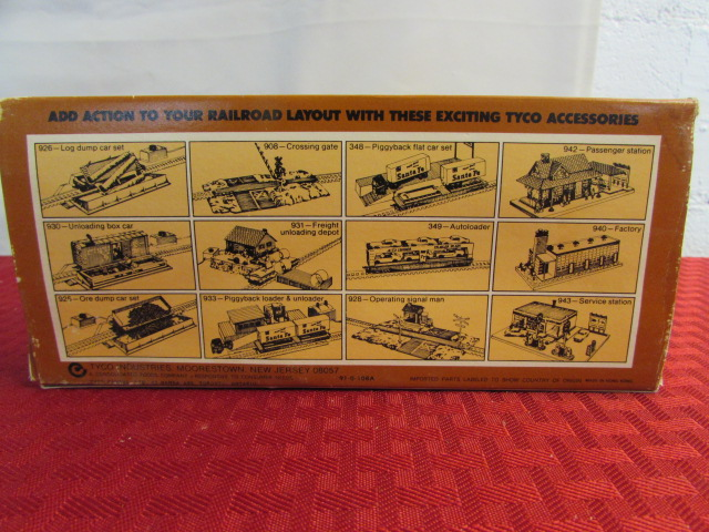 Lot Detail - VINTAGE TIN TOY TRAIN, COPPER TRAIN ENGINE & HO TRAINS