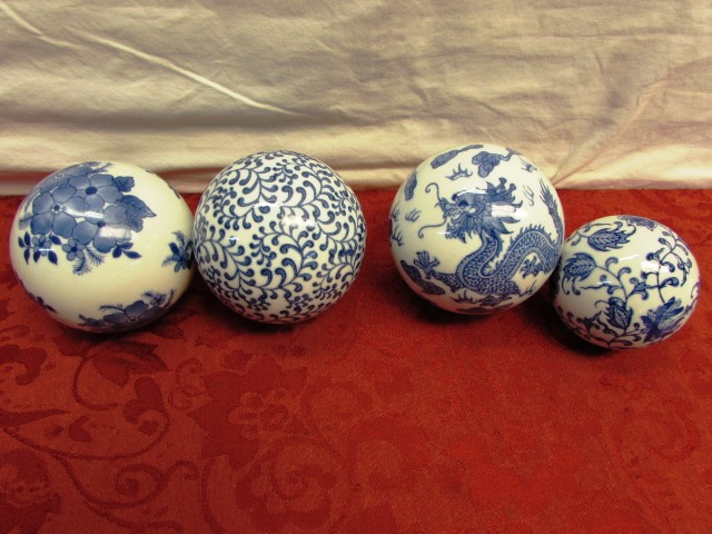 Lot detail beauty of the orient in blue white