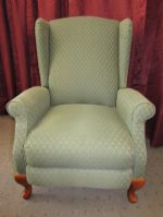 ELEGANT LAZY BOY WING BACK RECLINER IN VERY GOOD CONDITION