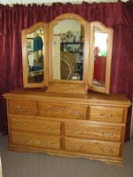 GORGEOUS HIGH QUALITY SOLID OAK DRESSER WITH BUILT IN JEWELRY BOX, WING  MIRROR & CARVED DETAILS