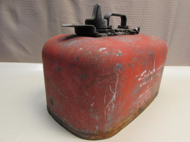Lot detail vintage evinrude outboard motor gas can fuel tank for Gas tanks for outboard motors