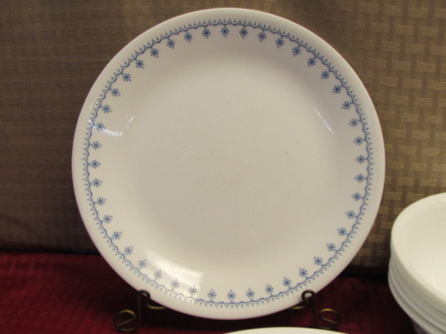 Lot Detail Pretty Corelle Living Ware By Corning Plates
