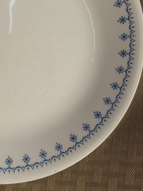 ... PRETTY CORELLE LIVING WARE BY CORNING PLATES u0026 BOWLS IN DISCONTINUED SNOWFLAKE PATTERN ... & Lot Detail - PRETTY CORELLE LIVING WARE BY CORNING PLATES u0026 BOWLS IN ...
