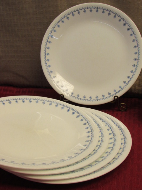 Lot Detail - PRETTY CORELLE LIVING WARE BY CORNING PLATES & BOWLS IN ...