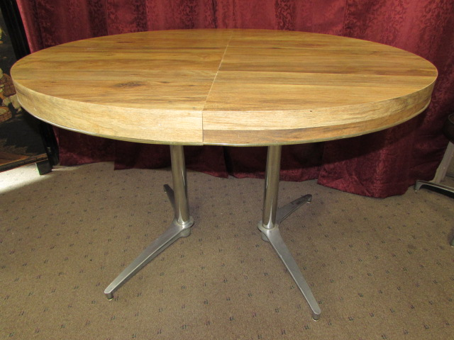 cool 1950 39 s retro kitchen table with four comfortable swivel chairs
