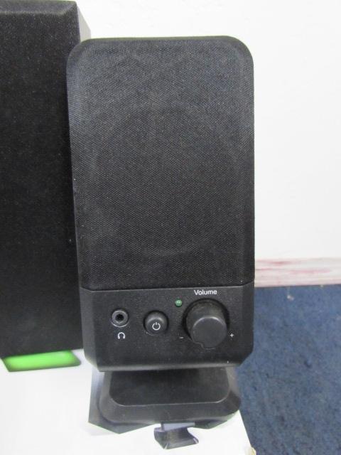 lot detail plug and play logitech speakers. Black Bedroom Furniture Sets. Home Design Ideas