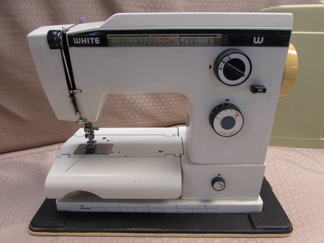Lot Detail VINTAGE WHITE PORTABLE SEWING MACHINE MODEL 40 Inspiration White Sewing Machine
