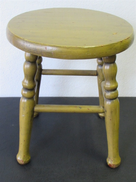 Lot detail cute little farm stool with turned legs
