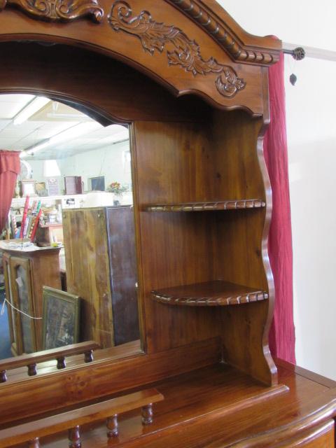 Beautiful Las Dresser With Mirror