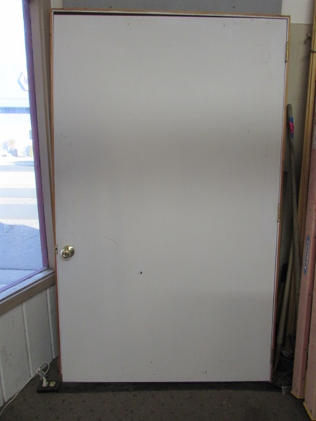 How Wide Is A Door Frame : Lot detail extra wide hollow core door with frame doorknob