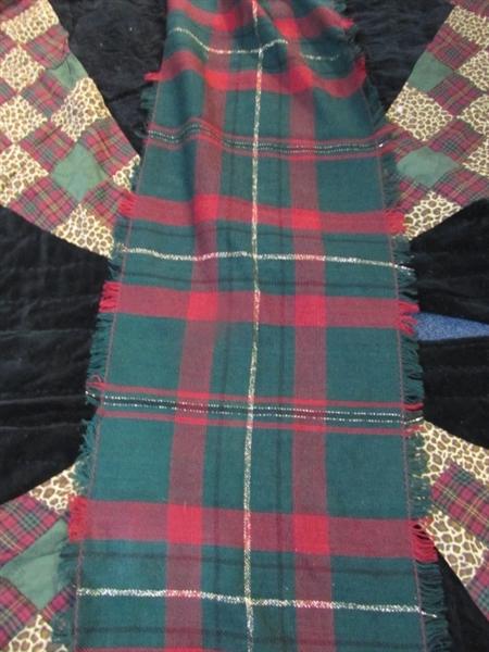 Lot detail very nice vintage christmas tree skirt and