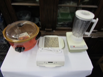 VINTAGE RIVAL CROCK POT & OTHER SMALL APPLIANCES