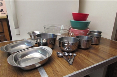 PYREX MIXING BOWLS, MEASURING CUPS