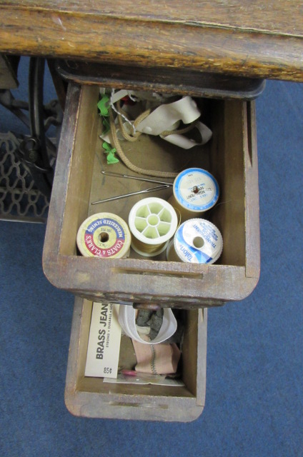 Lot Detail - ANTIQUE SINGER TREADLE SEWING MACHINE WITH 4