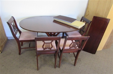 ANTIQUE MAHOGANY PEDESTAL TABLE WITH 2 LEAFS & 4 CHAIRS