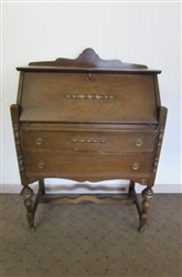 SMALL VINTAGE/ANTIQUE DESK WITH LOCK & KEY